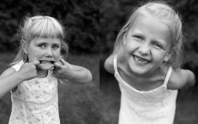 Ella & Vilma – barnporträtt i svartvitt