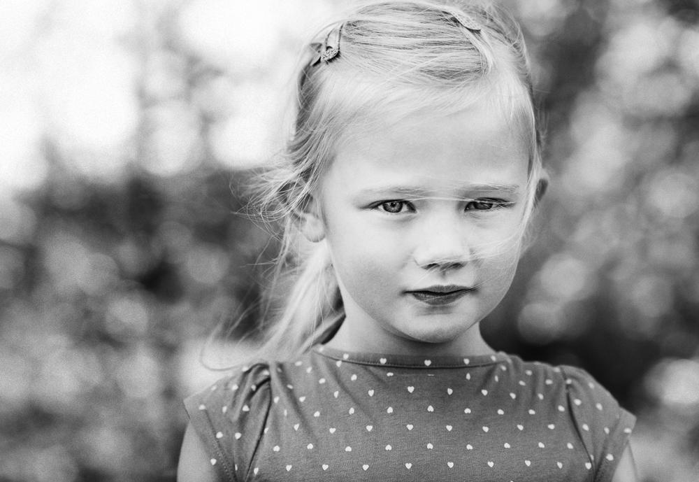 porträtt-barn-svartvit-02