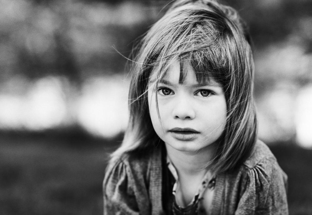 Porträtt barn utomhus  – Nykvarn