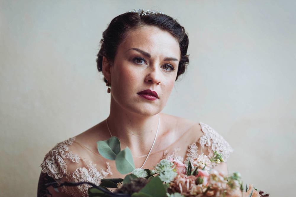 bröllop-tyresö-tyresö slott-filmiskt-blush-vintage-porträtt-viktorianskt-11
