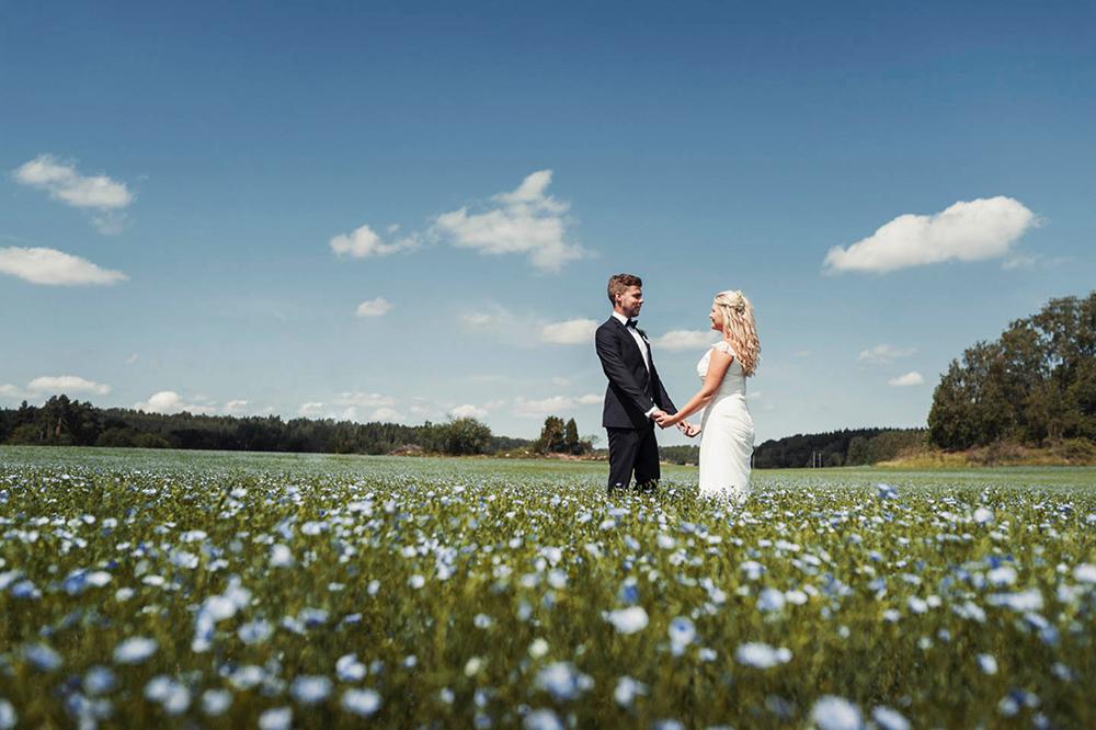 bröllop_mariefred_gripsholm_tåg_fält_porträtt_lantligt_08