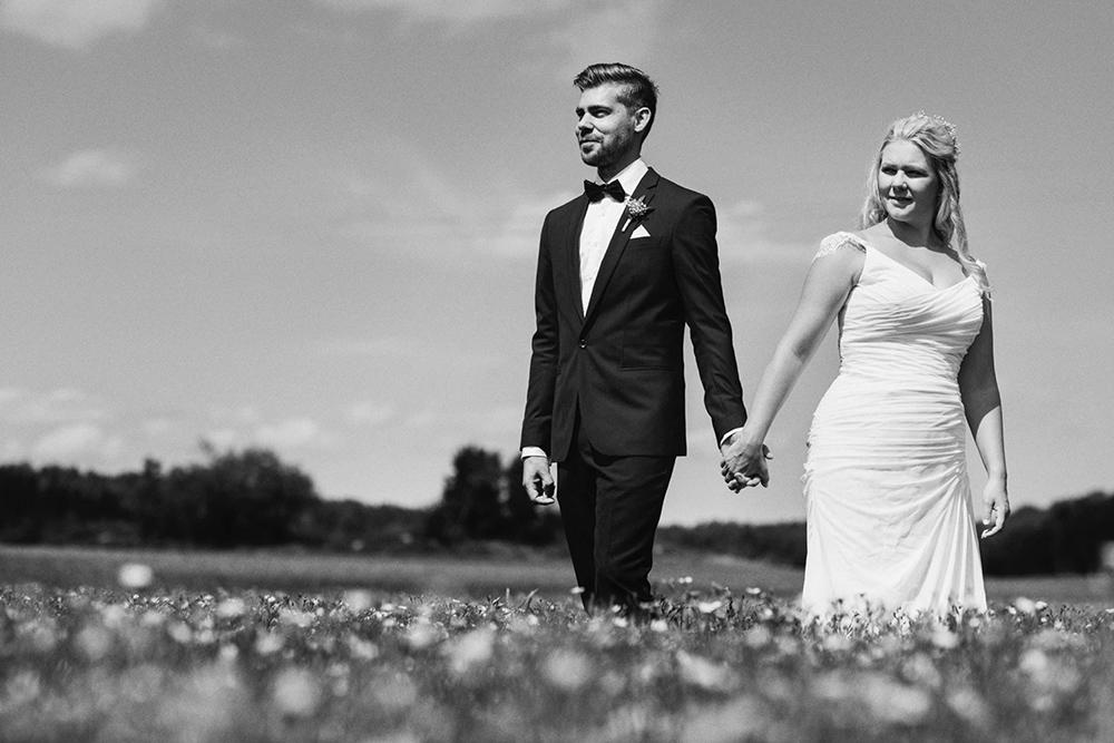 bröllop_mariefred_gripsholm_tåg_fält_porträtt_lantligt_10
